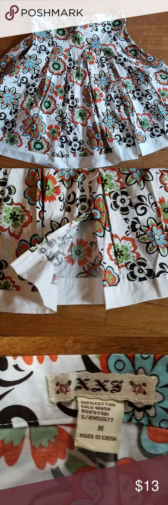FUN summer flowy skirt FUN summer flowy skirt with little slit in front for an extra flirt. XXS Skirts A-Line or Full