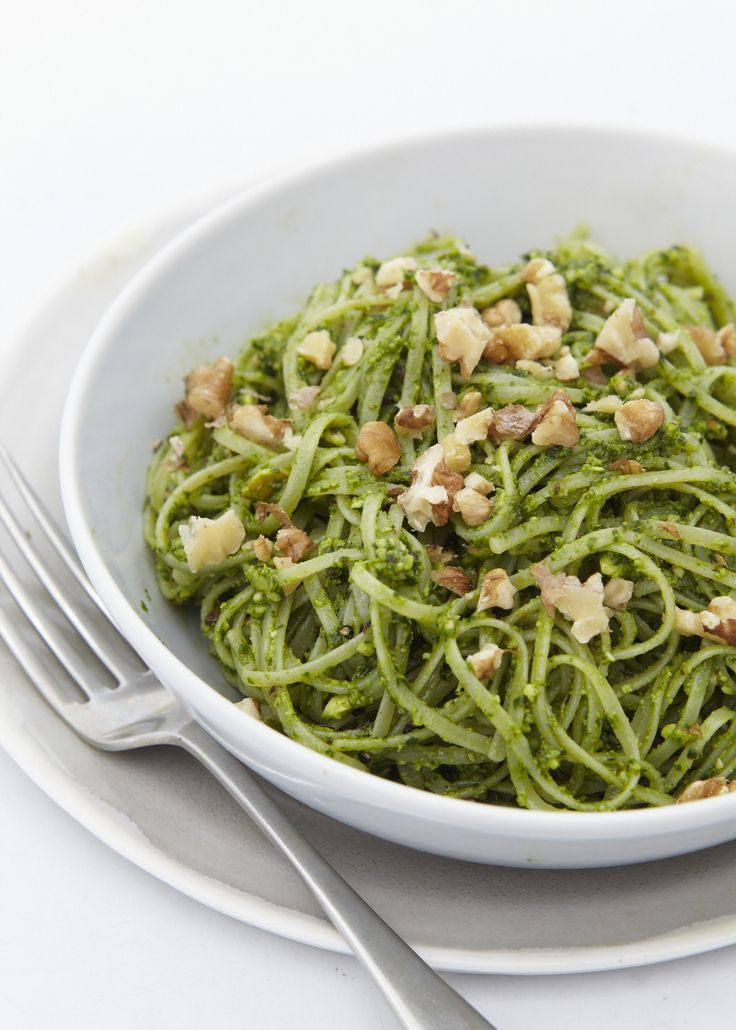 Gluten Free Pasta with Walnut and Spinach Pesto from http://honestlyhealthyfood.com/2014/07/09/pasta-with-walnut-spinach-pesto/