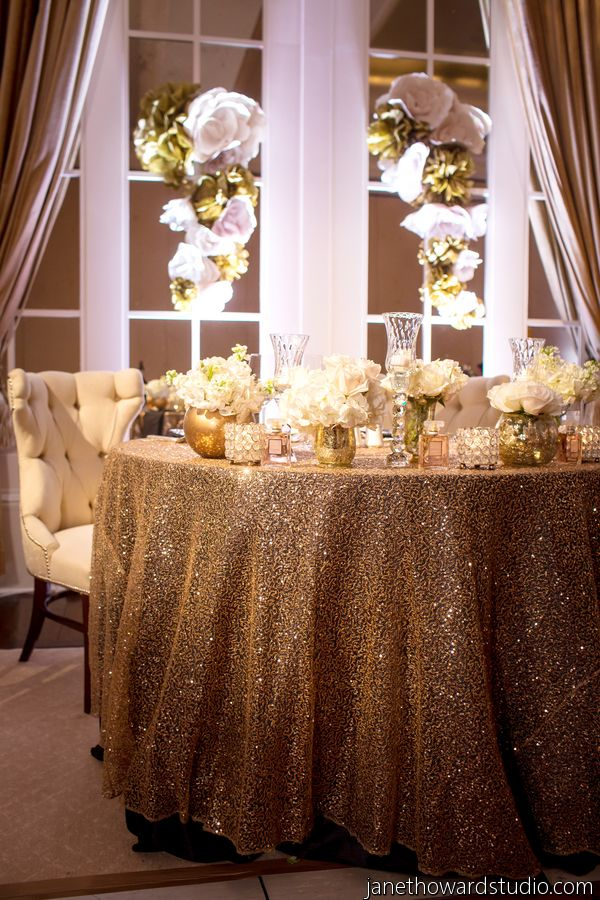 Chic Gold and Black Chanel Inspired Wedding in Atlanta - Munaluchi Bridal Magazine #goldwedding #chanelinspired