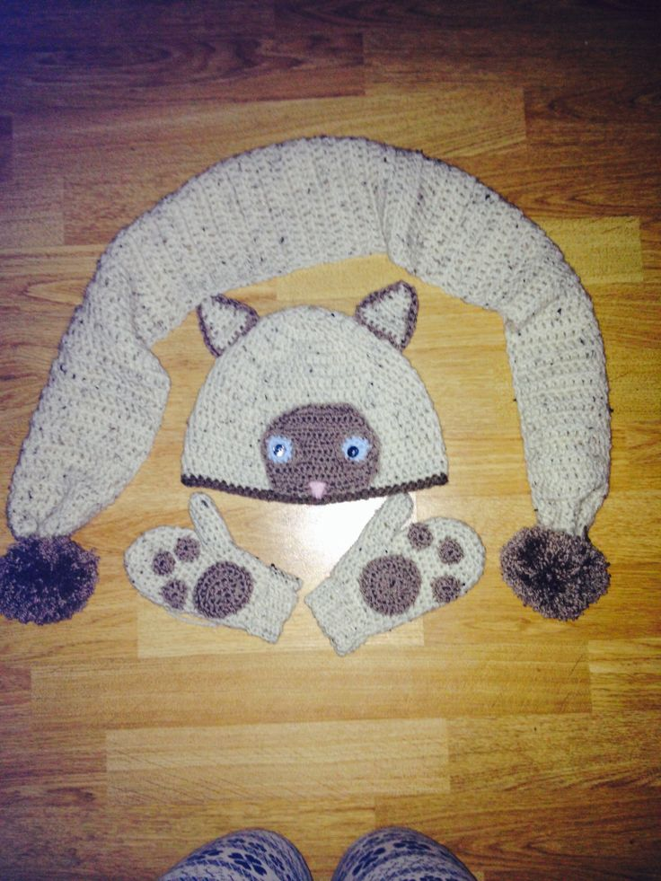 Meow! Matching cat hat, scarf and gloves inspired by my friends ragdoll kitty