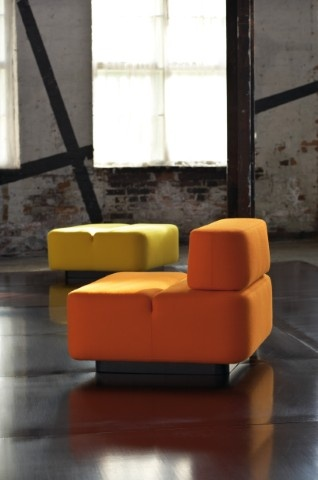 Movie is an easily adjustable and convertible series specifically designed for lobbies. Movie includes seats with and without backrests that can be freely joined in different combinations.  Design Rane Vaskivuori.