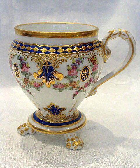 ** Starožitný šálek - malovaný porcelán **