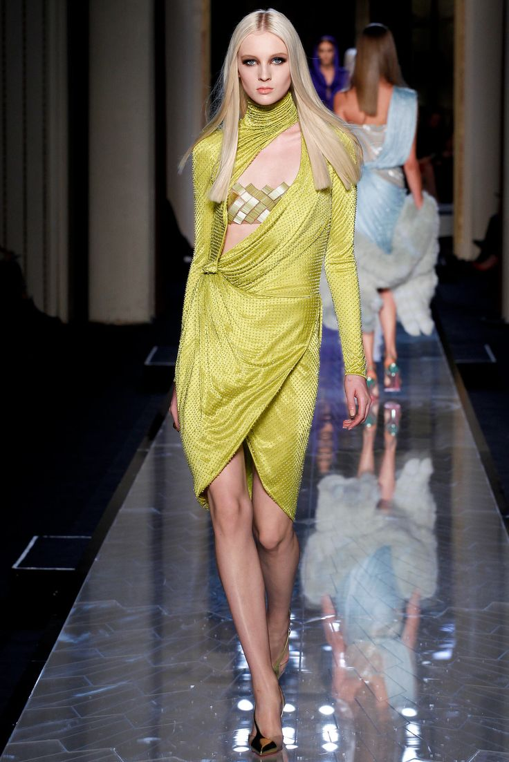 the running shoe debate Atelier Versace Spring 2014 Couture Collection Photos   Vogue