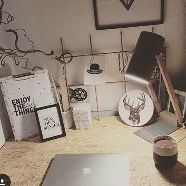 Fint hjemme hos @laurabirch  Som dekorasjon har hun @dimsdimsdk walldots med hjort, på kontoret sitt. Mange design fra Dims hos dinevakreting.no  #walldots #styling #style #design #danskdesign #kontor #office #homeoffice #hjemmekontor #decor #decoration #dekorere #dekor #home #skandinaviskehjem #nordiskehjem #nordiskstil#rom123