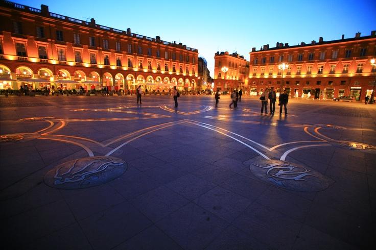 Place du Capitole - Toulouse  @Atout France - Franck Charel  #france #villes #toulouse #hautegaronne #midipyrenees
