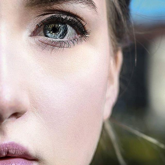 *B L U E  E Y E S*  #wonderfulleyes #beatuy #beautyfullday #blueeyes💙 #eyesgatewaytothesoul #myview #timetoviewworld  #qgraphycs #qgrafie #halfface #portraitart #portrait #teamwork #modelnetwork #fotografienetzwerksaar #homburg #saarland #canondeutschland #canon #quintenfoto Thank you Michelle @mariposa2207