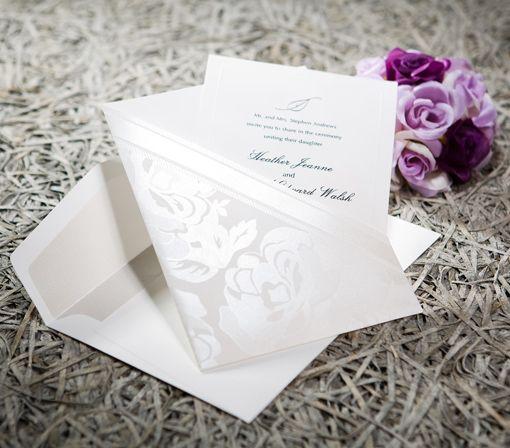 Letar ni efter ett stilfullt inbjudningskort? Då kan bröllopskort B0019 vara något för er! Se detta och alla våra andra inbjudningskort på Exklusivia.se #brollopskort #inbjudningskort #brollop #exklusivia