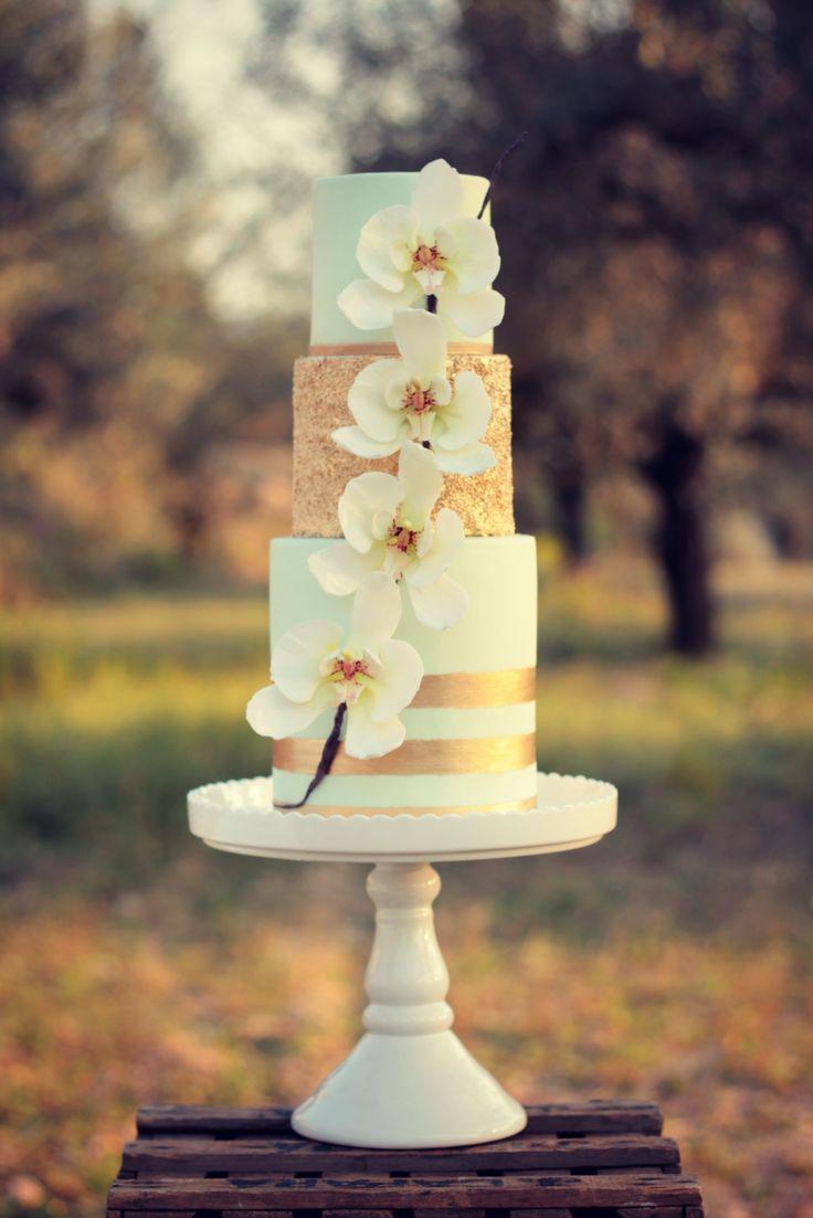 Orchid Mint Wedding Cake  #cake #weddingcake #ledouxcollage #fondant #vintagewedding #sugarflower #sugarcraft  Contact Us ledouxcollage@gmail.com www.facebook.com/ledouxcollage