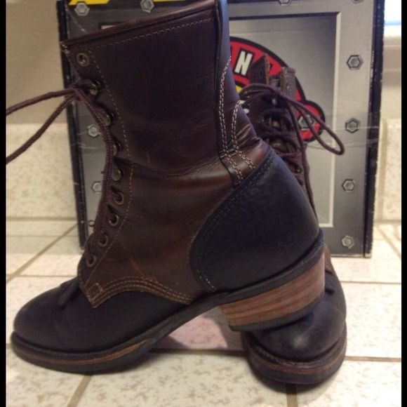 Justin work boots /Packers M= 7 1/2 W= 9 1/2 These boots are like brand new, I may have worn them 4 times at most. Best work boots ever! The craftsmanship, quality, durability, and safety. Plus they lk good also. I wore men's 7 1/2 for a bit extra width. Made in the USA! Justin Shoes