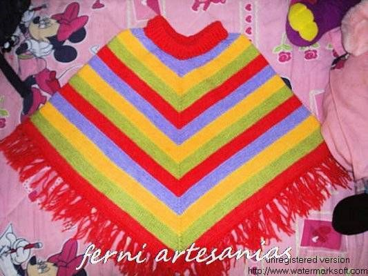 poncho multicolor a palillos