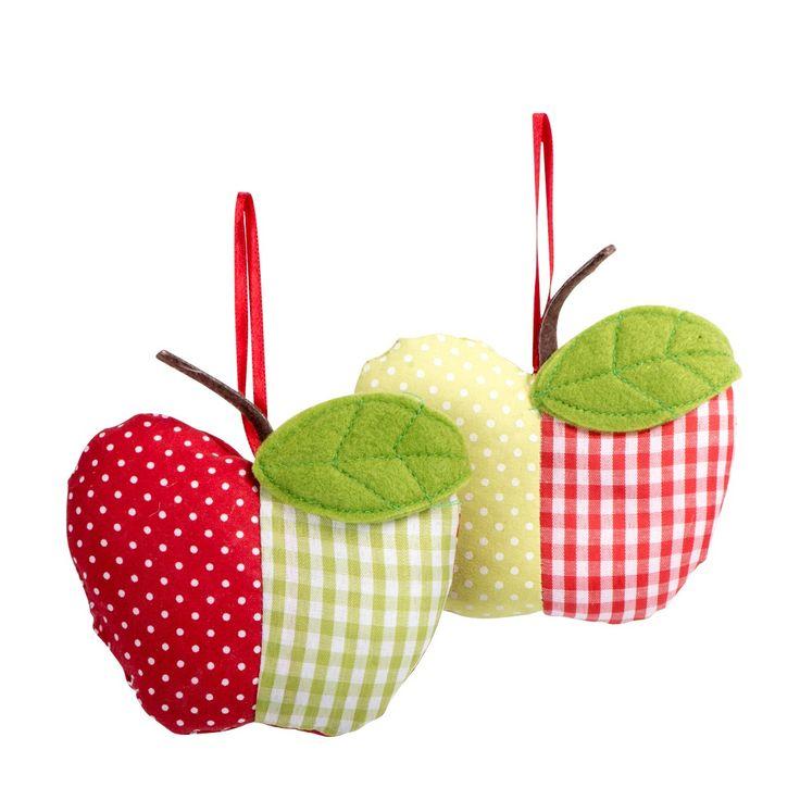 Apfel Stoff rot/grün (Variante nicht frei wählbar)  Farbe: Rot Material: Stoff  Produktbeschreibung: Diese raffinierten Stoffäpfel bringen auf jeden Fall Pepp in ihr Zuhause. Durch ihren interessanten Muster- und Farbmix versprühen sie pure Lebensfreude und gehören im Frühling in jedes Heim.  1,99€