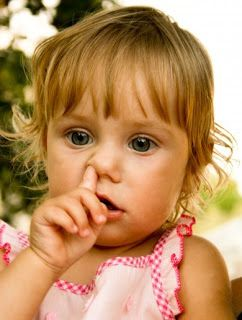 ΕΥίασις Κηφισιά: Σκάλισμα της μύτης στην παιδική ηλικία  Τα παιδιά σκαλίζουν τη μύτη τους από τη βρεφική ηλικία, πιθανότατα από περιέργεια ή από ανία.