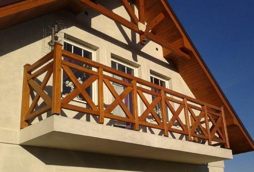 Balkongeländer aus Holz