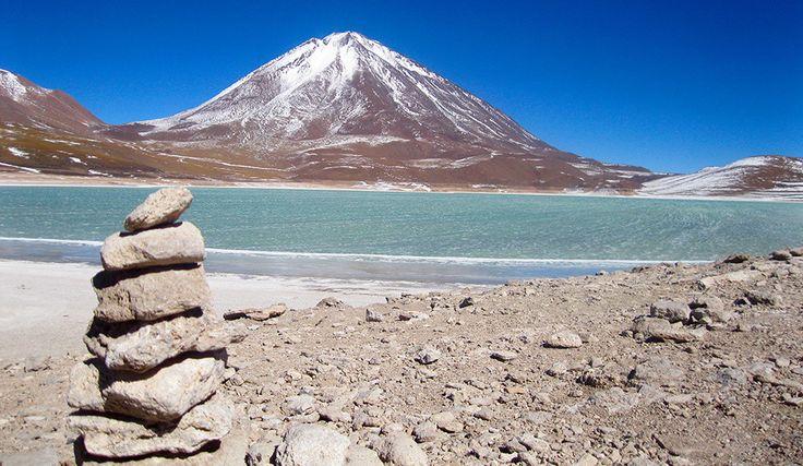 Laguna Verde, en la provincia de Catamarca Argentina, una hermosa Salina a 4.100 metros de altura.