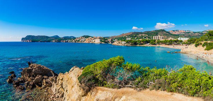 Paguera auf Mallorca: Der Badeort Paguera liegt nur etwa 20 km weit entfernt von Palma de Mallorca und überzeugt vorrangig durch seine feinen, weißen Strände, seine malerischen Buchten sowie seiner Lebhaftigkeit...
