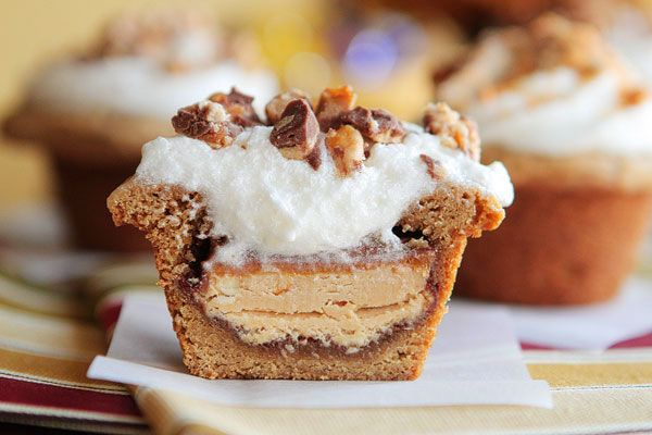 Frosted Candy Bar Stuffed Cookie CupsCandy Bars, Cookies Cups, Stuffed Cookies, S'Mores Bar, Frostings Candies, Bar Cookies, Candies Bar, Bar Stuffed, Buttercream Frosting