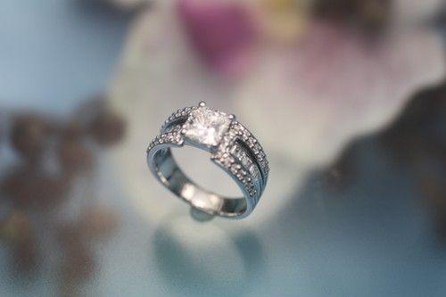 大阪・箕面 ジュエリーリフォーム・宝石リフォーム・修理専門店|「お客さまがどんな小さなことでも相談できる」宝石屋です/ダイヤモンド,婚約指輪,パール(真珠),カラーストーン(色石)の指輪,ネックレス,ピアス,ブローチを新しいデザインにリフォームいたします