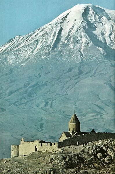 Ağrı dağı - Am pretty sure this is Mount Ararat and the church in front is located on Lake Van.