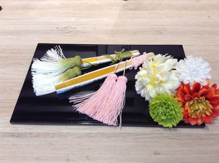 『和装小物』グランフロント大阪店/合わせる色によりきもの全体の雰囲気をがらりと変えることができる、和装小物。その意味や由来についてご紹介致します!/【末広(すえひろ)】婚礼用の扇子で、先に向かって次第に広がっていく形状から「将来へ、末広がりに幸福と繁栄が与えられるように」という意味が込められており、縁起物として末広と名付けられました。