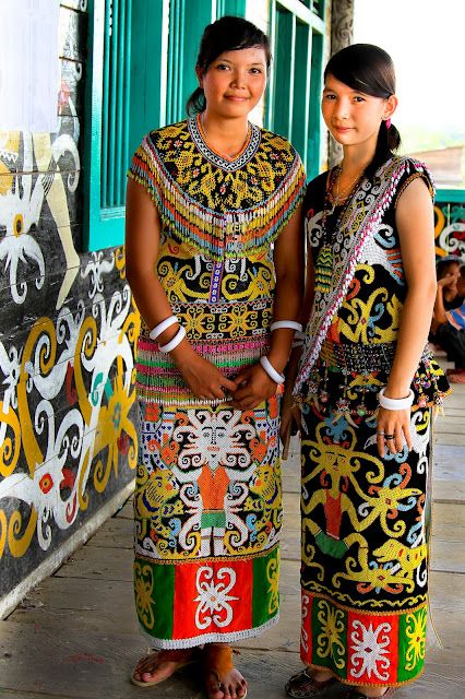 beautiful Indonesian girls in beautiful dayak dress