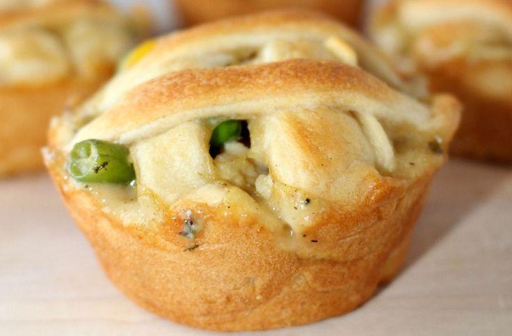 Ces petits pâtés sont fabriqués avec seulement 4 ingrédients, dont de la pâte à croissant Pillsburry! C'est vraiment bon et super crémeux :)