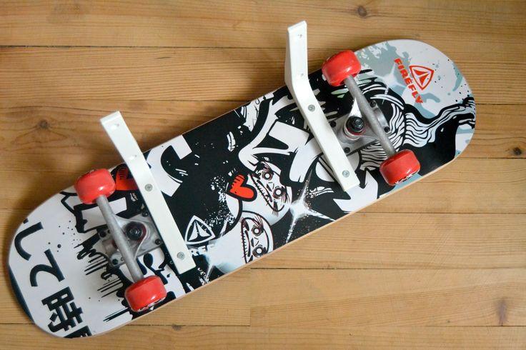 Petite idée déco pour chambre d'ado : l'étagère skate. DIY ici !