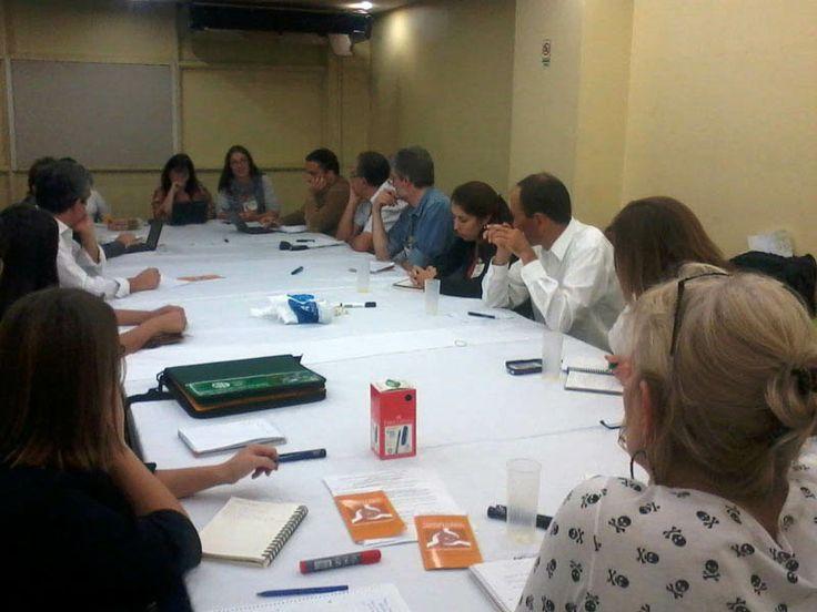 Las organizaciones sociales reunidas durante la tarde para planificar los próximos pasos del proyecto