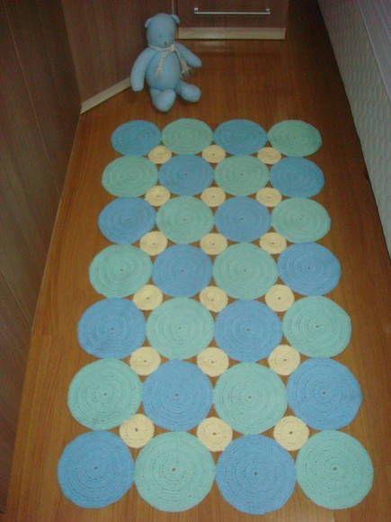 Tapete de crochê em barbante. Trabalhado em circulos. Esse tem 80cmx120cm. Pode ser confeccionado na cor escolhida e no tamanho escolhido(Consultar preço). R$ 140,00
