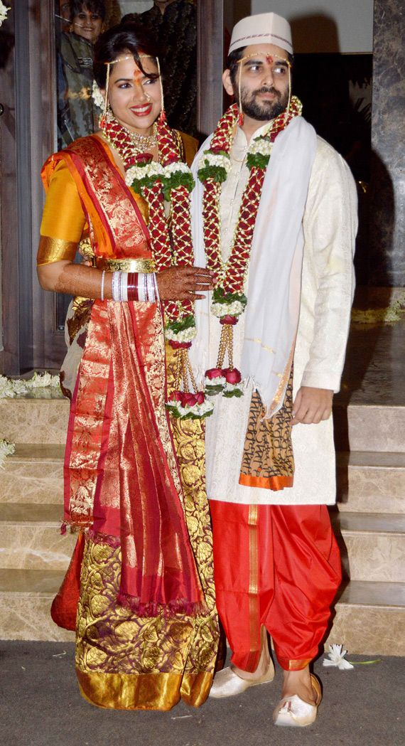 Sameera Reddy and Akshai Varde tied the knot yesterday. Comment below to Congratulate the couple!