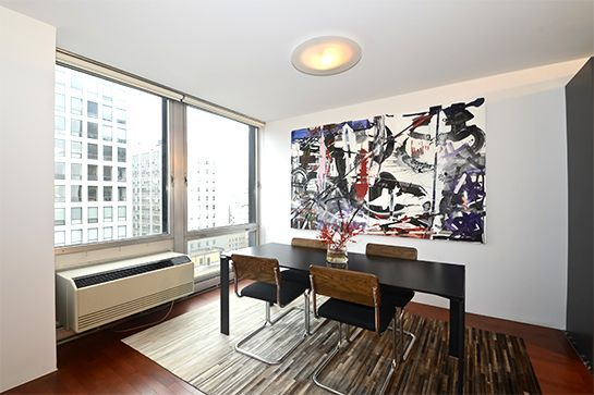 15+Chicago+Apartments+We+Want+To+Move+Into+Right+Now+++#refinery29+http://www.refinery29.com/budget-chicago-apartments#slide-4