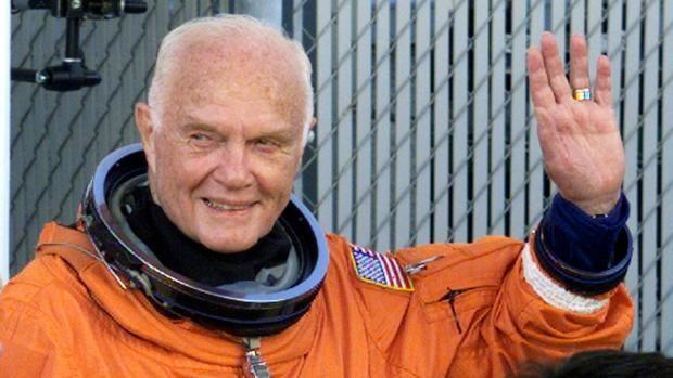 Muere John Glenn, primer astronauta estadounidense en orbitar alrededor de la Tierra John Glenn, el primer americano en orbitar alrededor de la Tierra en 1962, ha muerto este jueves a los 95 años, ha informado la facultad de la Univer... http://sientemendoza.com/2016/12/08/muere-john-glenn-primer-astronauta-estadounidense-en-orbitar-alrededor-de-la-tierra/
