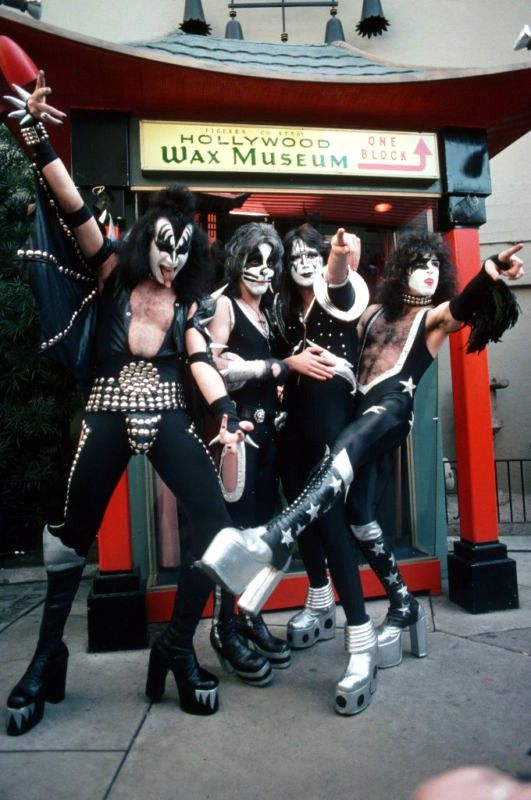 KISS At The Hollywood Wax Museum! This is the closest I would ever get to meeting the band, So i  am totally going here.