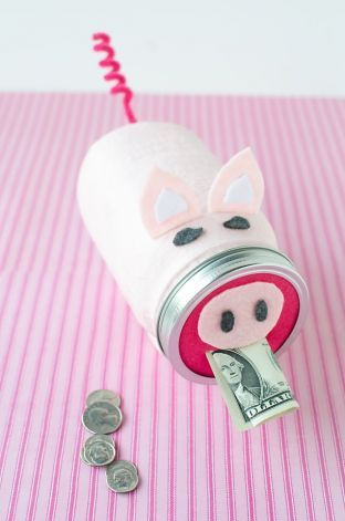 Make a Piggybank - 22 Fun And Amazing DIY Projects From Old Jars