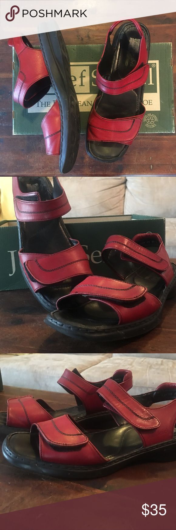 Josef Seibel Sandals in excellent used condition!✨ The European Comfort Shoe is amazing and so comfortable! These are very gently used and have so much life left in them! Josef Seibel Shoes Sandals
