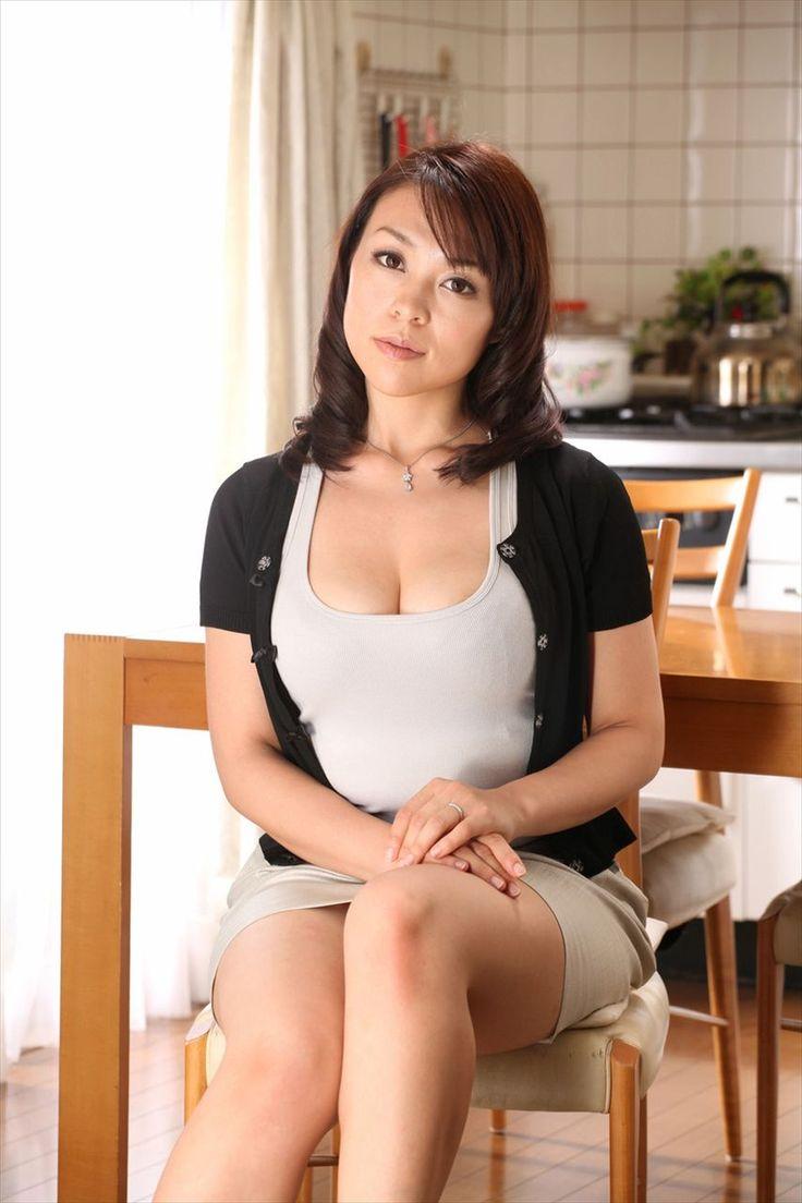 Kana Tsugihara in the Bedroom Posing