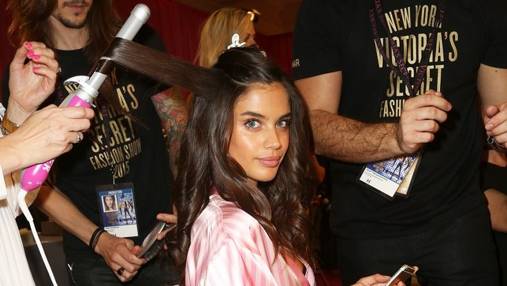 Buy the Sarah Potempa Beachwaver used at the Victoria's Secret Fashion Show on SHEfinds.com.