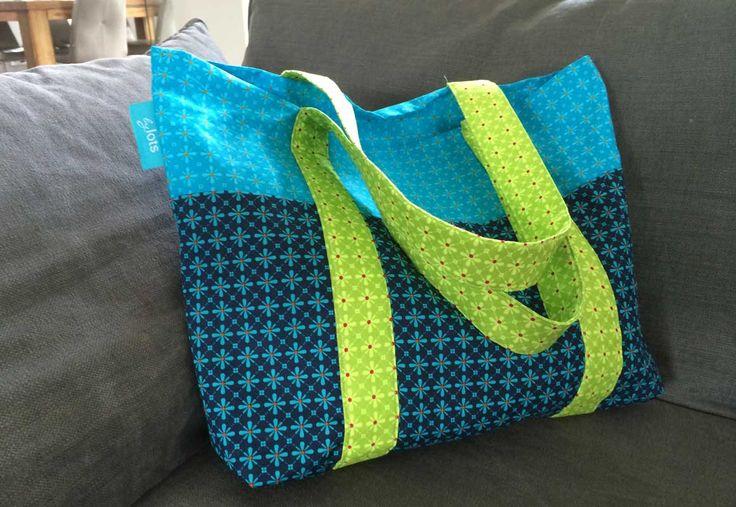 Vrolijke boodschappentas met een bloemetjes patroon!