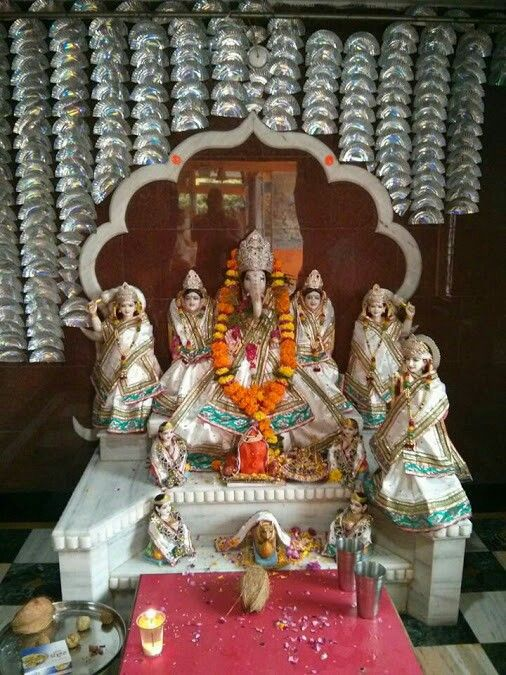 Shri Ganesh! Sri ganesh with his five wives two sons and two grandsons.the only family temple in Indore.......