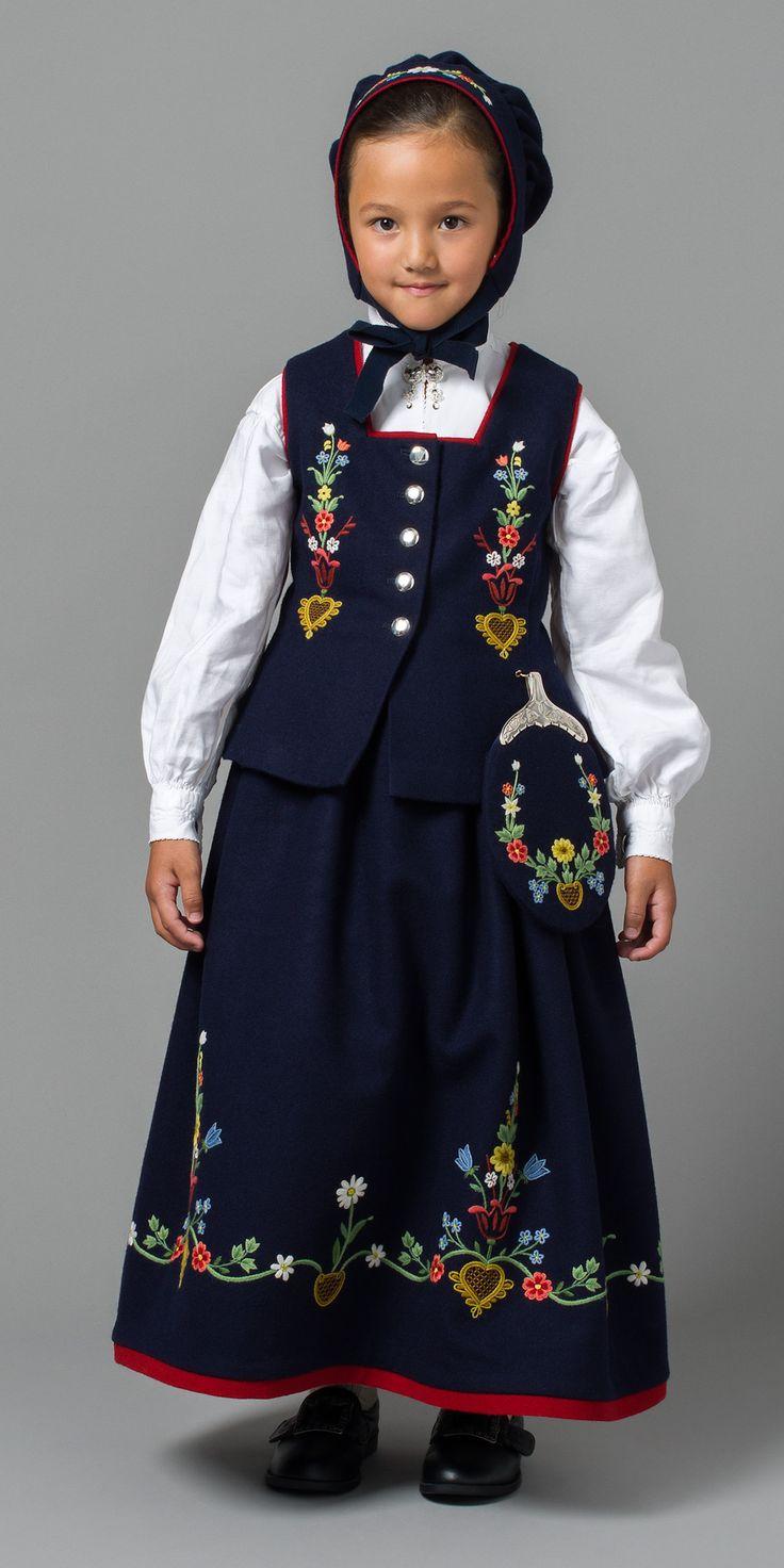 Swedish Child ~ Barnebunad fra Lofoten