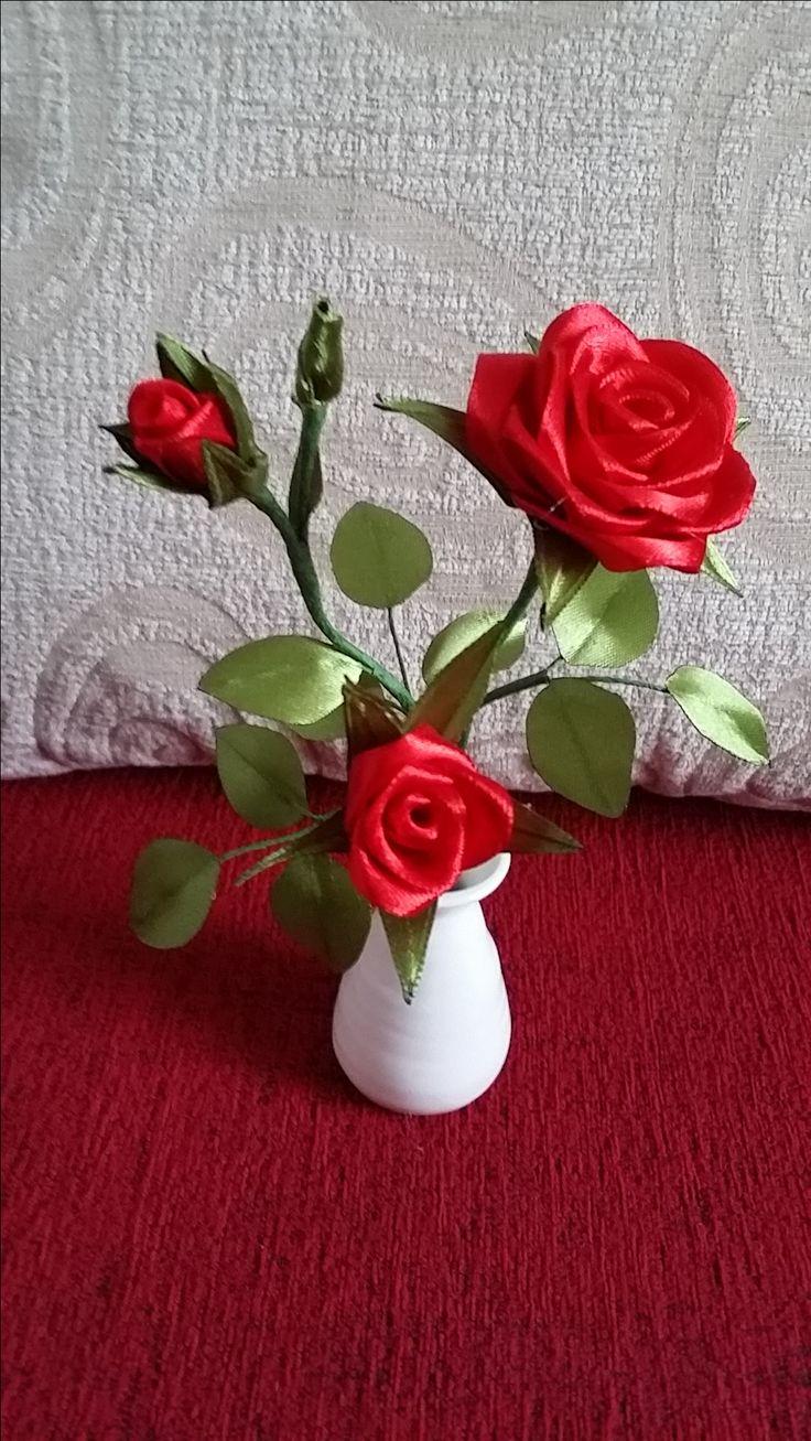 Moje kolejne dzieło - róża z wstążki