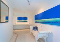 Noosa Quays - spacious ground-floor patios - Quamby Place Noosa Accommodation