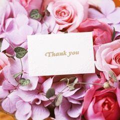 手紙朗読リレーやプラスαレターなど、少し意外なやり方もいいかも♪ 披露宴で読む「花嫁から両親への手紙」の参考アイデア。