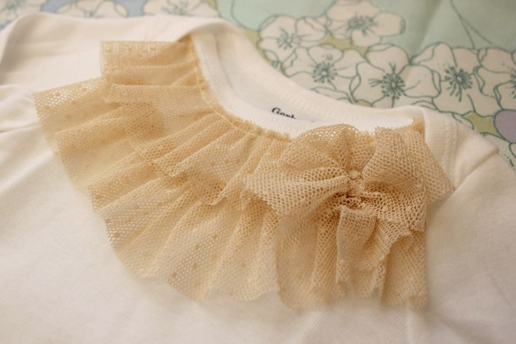 Honeybee Vintage: DIY: Ruffle Onesie. I totally want to make this, but I'm pretty sure it will be full of puke and drool in about a minute.
