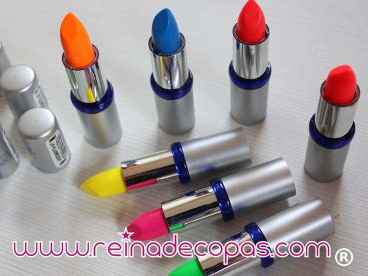 Barras de labios en colores neon que brillan con luz ultravioleta. Especiales para discotecas, gogos y dragqueens.http://www.reinadecopas.com/es/maquillajes-fluor-uv/205-pintalabios-neon.html