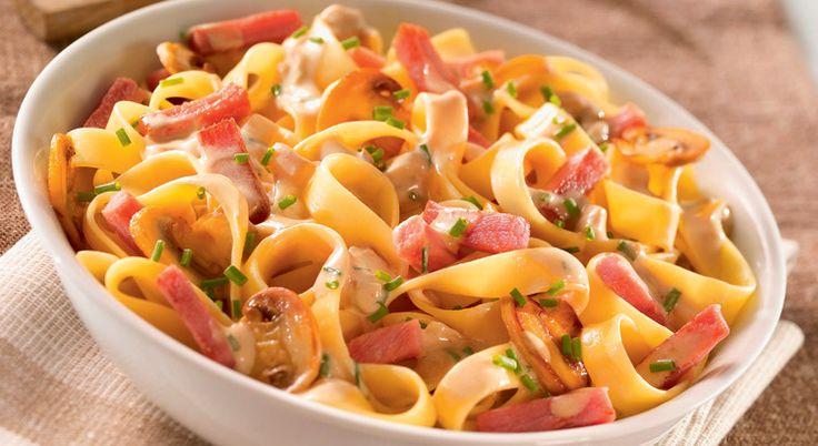 Facilité rime avec saveur dans cette recette de tagliatelles au bacon rehaussée par les champignons de Paris.