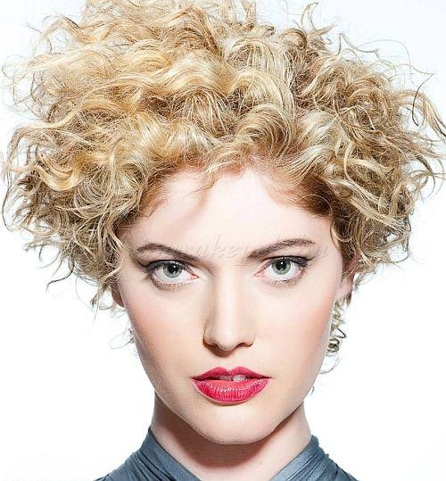 rövid hullámos frizurák - göndör rövid frizura