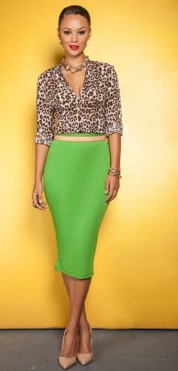 Kelly Green pencil skirt, Leopard print blouse, Gold skinny belt, Nude pointy heels, Gold chunky necklace & bracelet, Red lippie | She is beautiful!