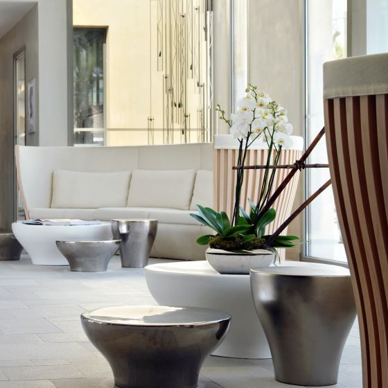 Welcome to a luxury boutique hotel with contemporary design, located just 1k m from the center of Saint-Tropez and 5 kms from the Pampelonne beaches.