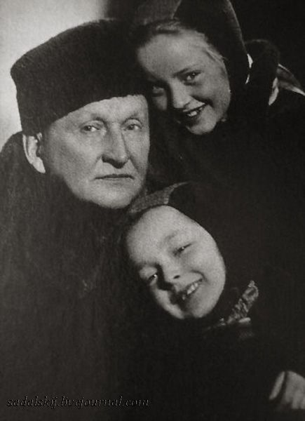 actor and singer Alexander Vertinsky and his daughters the future actresses