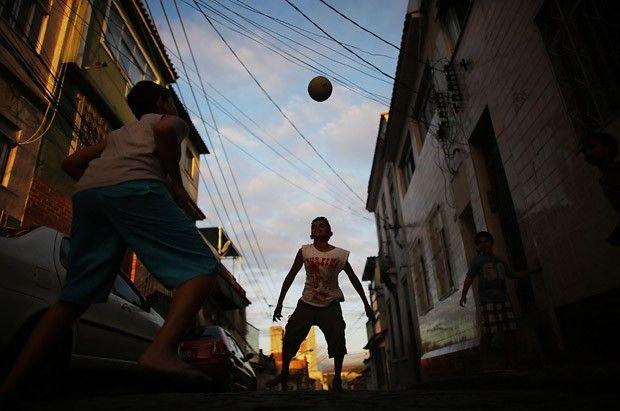 Jogo com três tempos e sem juiz: SP recebe o Mundial de futebol de rua